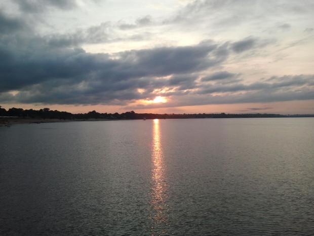 O amanhecer em Maués/AM, às margens do Rio Maués-Açu.
