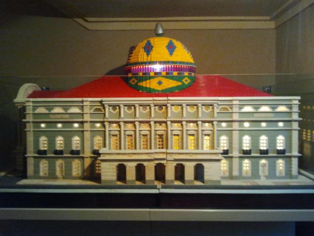 Teatro Amazonas em Manaus/AM feito em Lego.