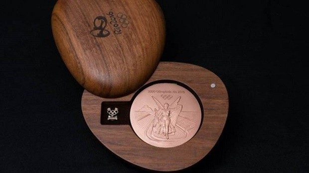 Medalha de bronze #Rio2016 em suporte de madeira