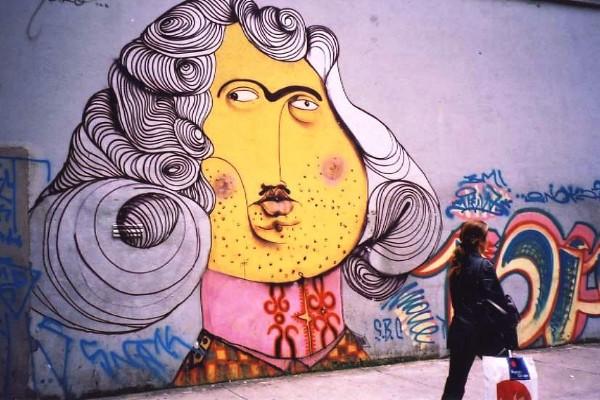 Grafite pichado de Gustavo e Otávio Pandolfo (osgemeos).