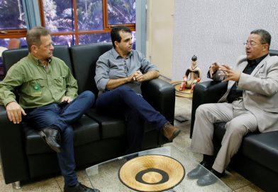 Prefeitos de São Félix e Rio da Conceição discutem  desenvolvimento turístico com o presidente da Adetuc